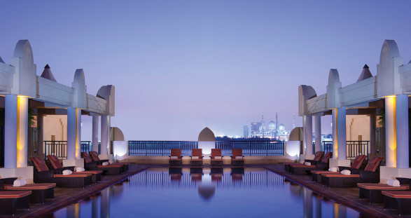 The Abu Dhabi Golf Club and VIP escort services – Hole in one!