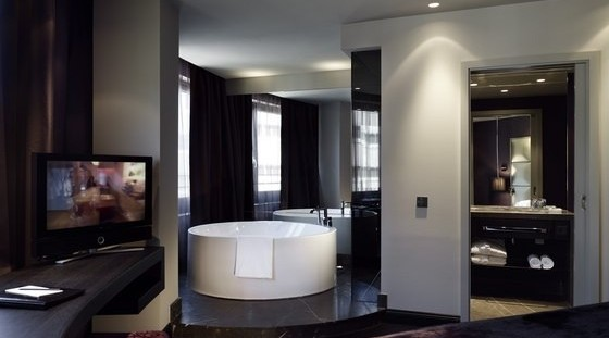 "The classy design hotel Roomers is ""the place to be"" in order to enjoy our VIP escort services in Frankfurt."