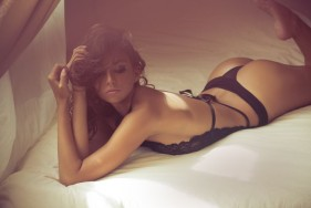 Our hot escort models combine culinary delights with sensuous passion
