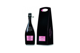 """Cheers to your romantic escort date! With the best rosé champagne in the world - the """"Grand Dame Rosé 2004"""" – make a toast."""