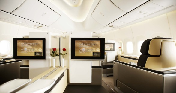 Travel with style! The first-class cabin of Lufthansa and our discreet escort models leave no wishes unfulfilled
